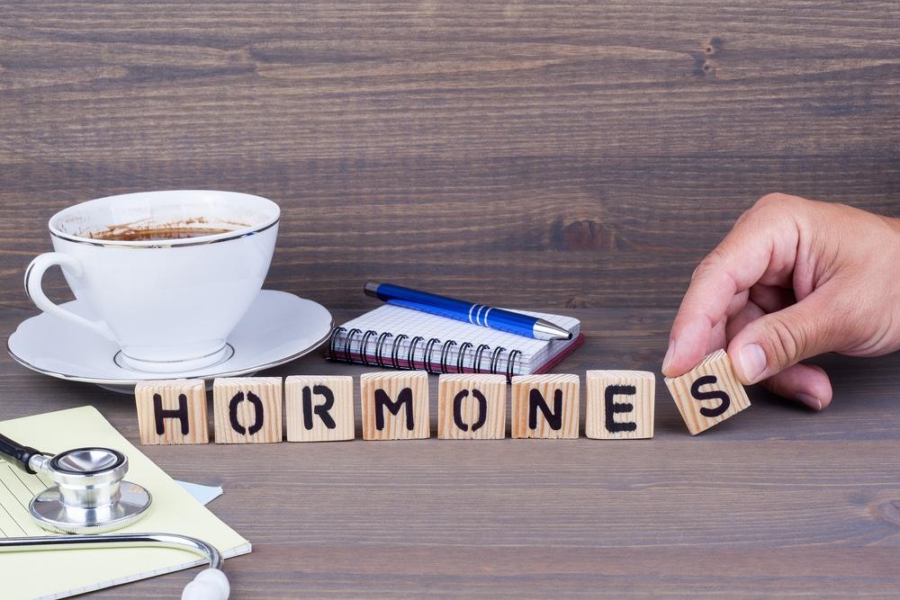 Qual é o papel da reposição hormonal nos tratamentos?